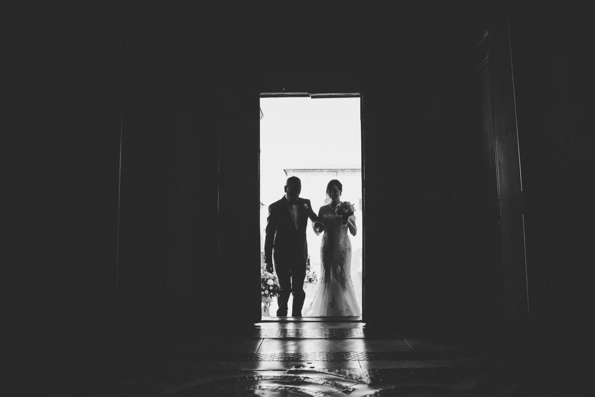 SILVIA CLERI REAL WEDDING LA SPOSA ENTRA IN CHIESA
