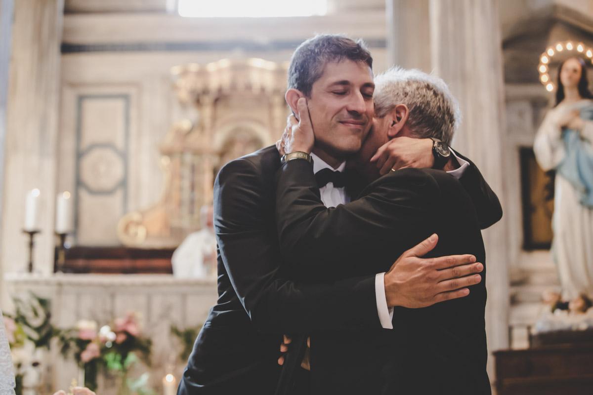 SILVIA CLERI REAL WEDDING LO SPOSO ABBRACCIA IL PAPA'