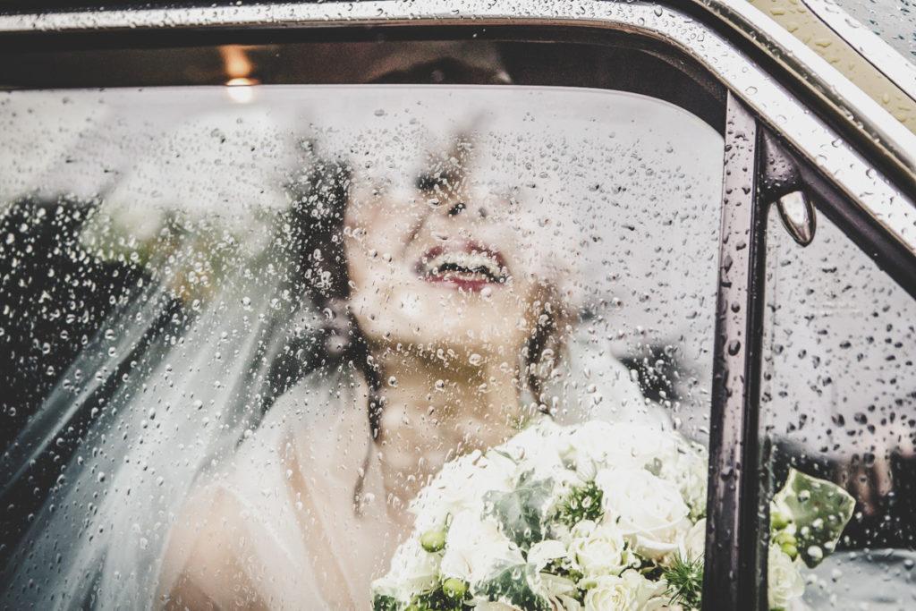 FOTOGRAFO DI matrimonio in TOSCANA - sposa va in chiesa