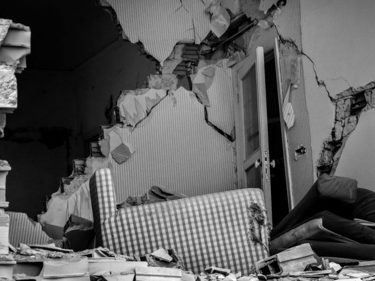 Terremoto-LAquila_Silvia-Cleri-case-chiuse-da-ordinanza