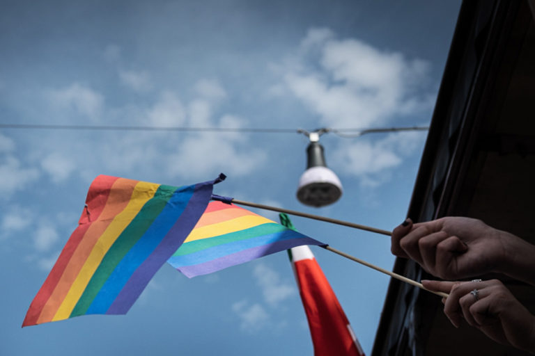 BANDIERA-ARCOBALENO-LGBT
