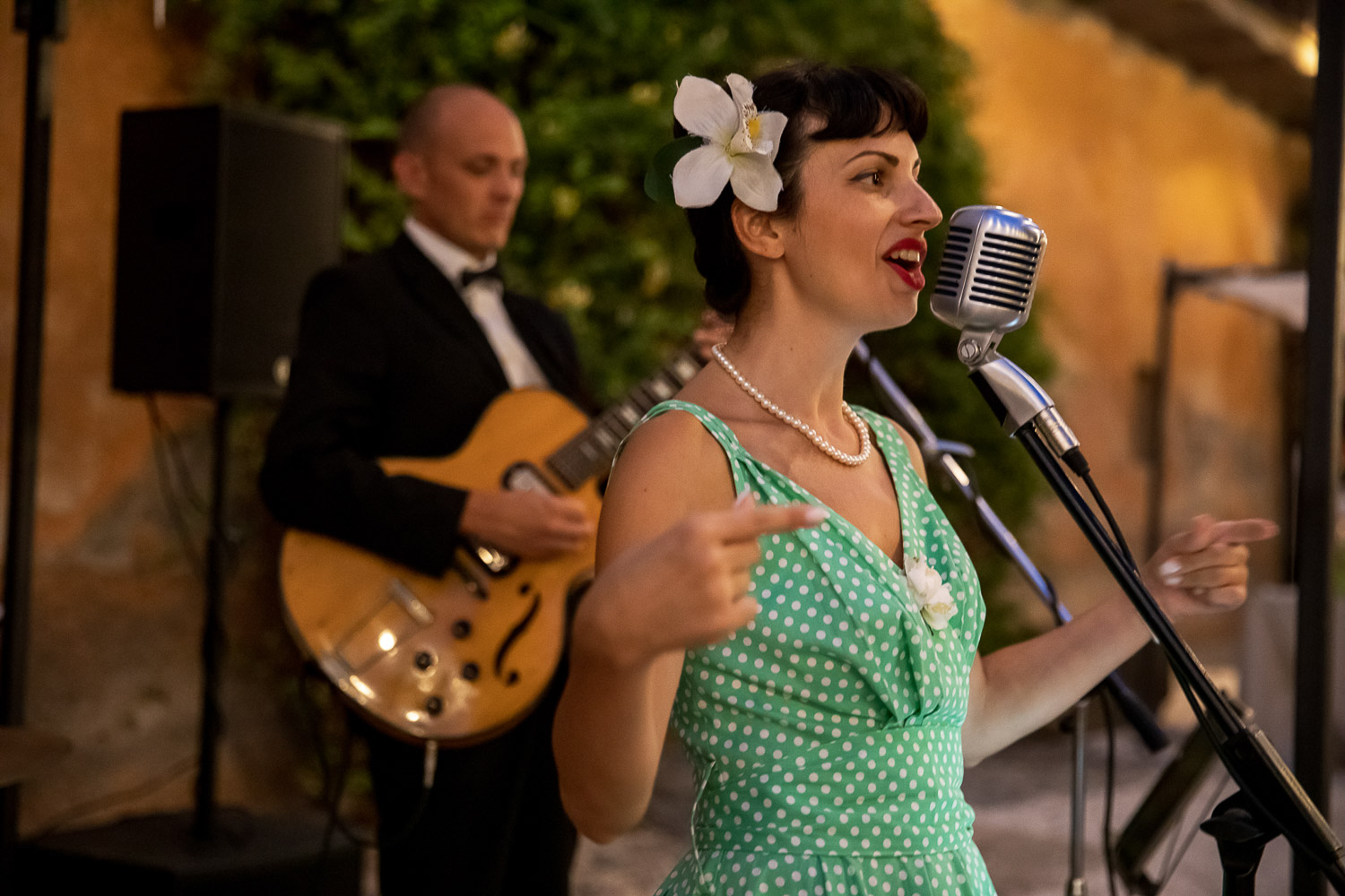 ROBERTA VAUDO AND THE BLUE WHISTLES SINGER