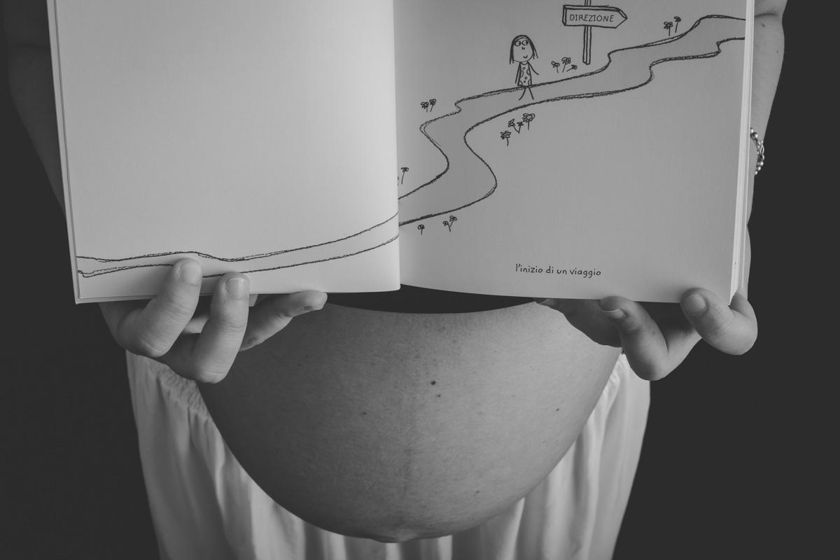 Fotografia di Gravidanza in studio - Bianco e nero
