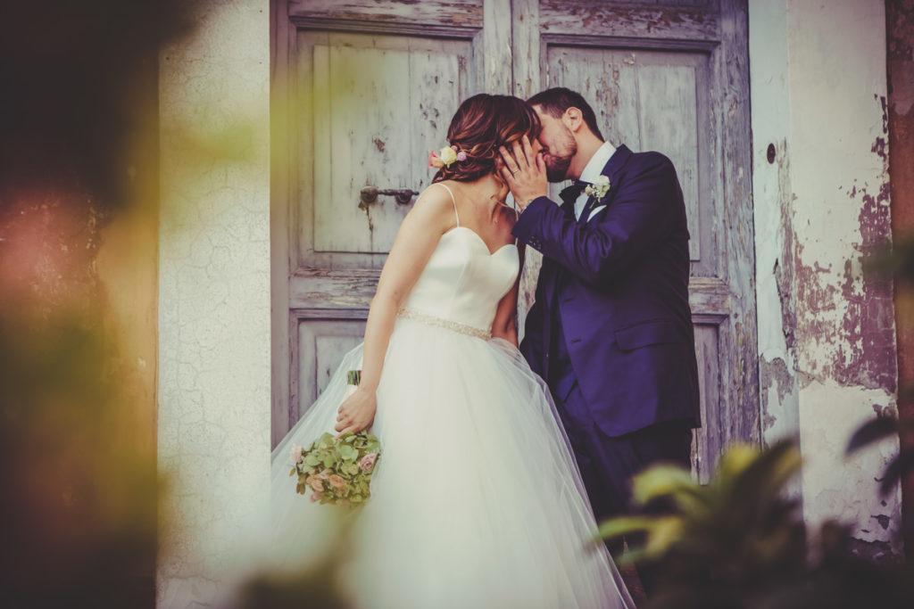 IL BACIO DEGLI SPOSI FOTOGRAFO DI MATRIMONIO